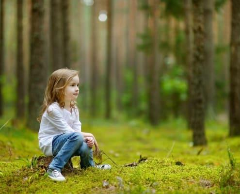 Schaubild Mädchen im Wald
